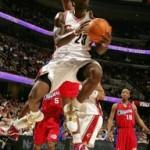 NBA photos, toe injury: Zoom LeBron IV->20-5-5