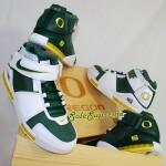 Throwback Thursday: Nike Zoom LeBron II Oregon Ducks PEs Set
