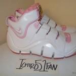 """Throwback Thursday: White / Pink Zoom LeBron IV aka """"Gloria"""" PE"""