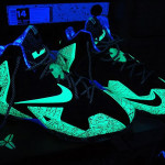 "This is How ""Gator King"" Nike LeBron 11 Glows Under Black Light!"