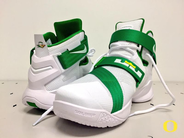 c395525bb781 ... 24-11-2015 Oregon Ducks  LeBron Soldier IX Home and Yellow Alternate PEs
