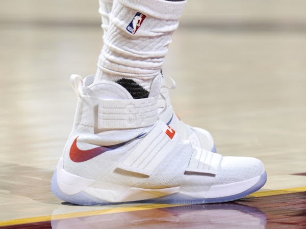 671ac9f36a6 ... 11-12-2016 LBJ Scores 44 Points in New Nike LeBron Soldier 10 HWC PEs  ...